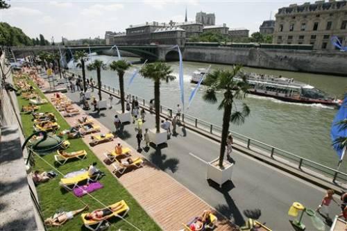 http://www.hotels-paris-rive-gauche.com/blog/images/Ajuin/paris%20plage%20jour.jpg