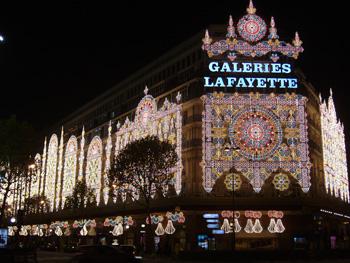 Les d corations de no l et les vitrines des grands magasins paris hotels - Magasin deco noel paris ...