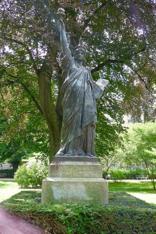 Blog ombrelle - Statue de la liberte jardin du luxembourg ...