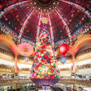 the 2017 christmas tree at galeries lafayette haussmann and lots of in store entertainment - Best Way To Store Christmas Lights