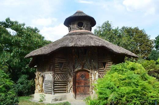 En partenariat avec la Fondation du Patrimoine, le Muséum lance un appel à contribution auprès du grand public pour participer à la restauration de ce bâtiment emblématique de la Ménagerie.