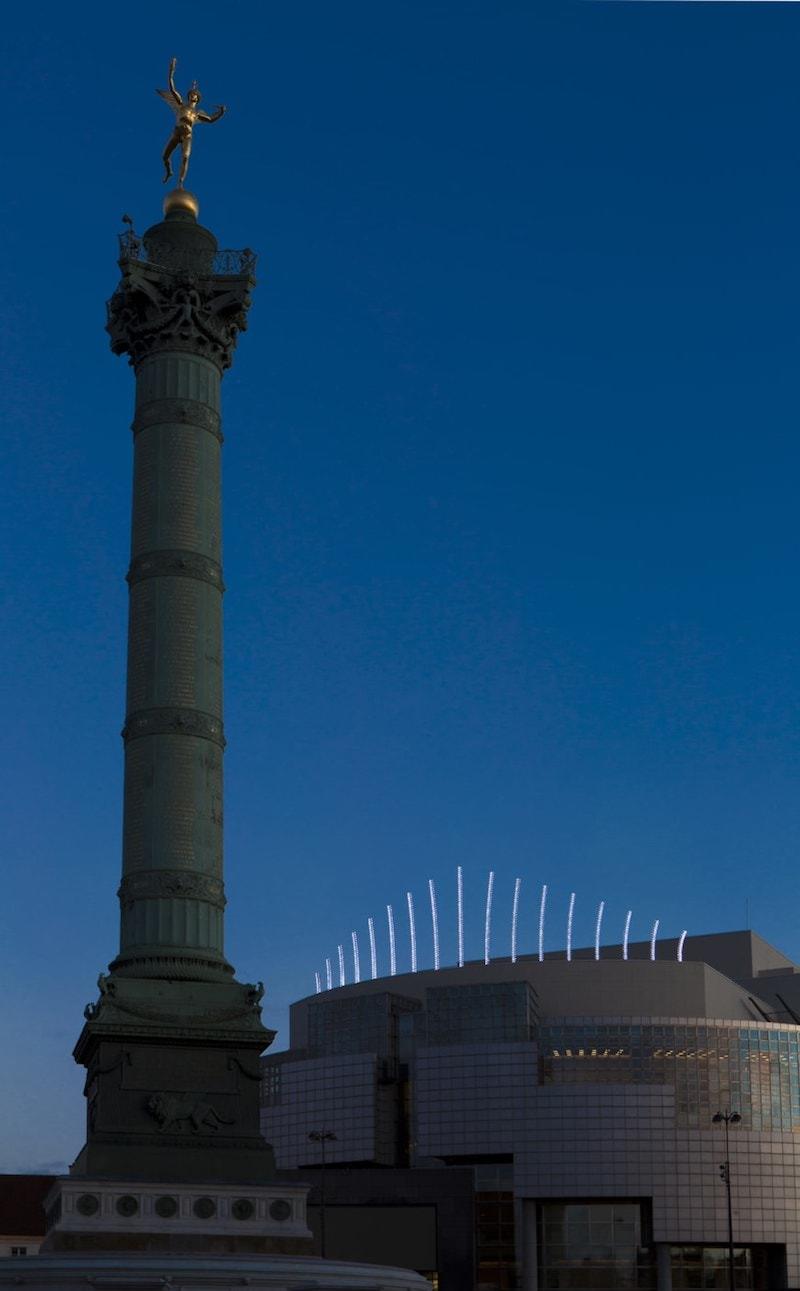 Installations de Claude Lévêque à l'Opéra Garnier et l'Opéra Bastille