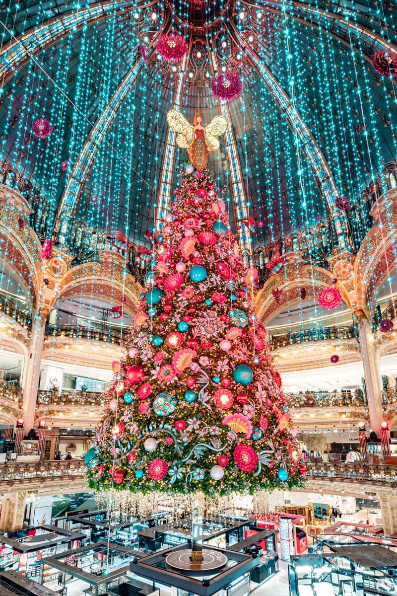 Le sapin de Noël 2019 aux Galeries Lafayette Haussmann
