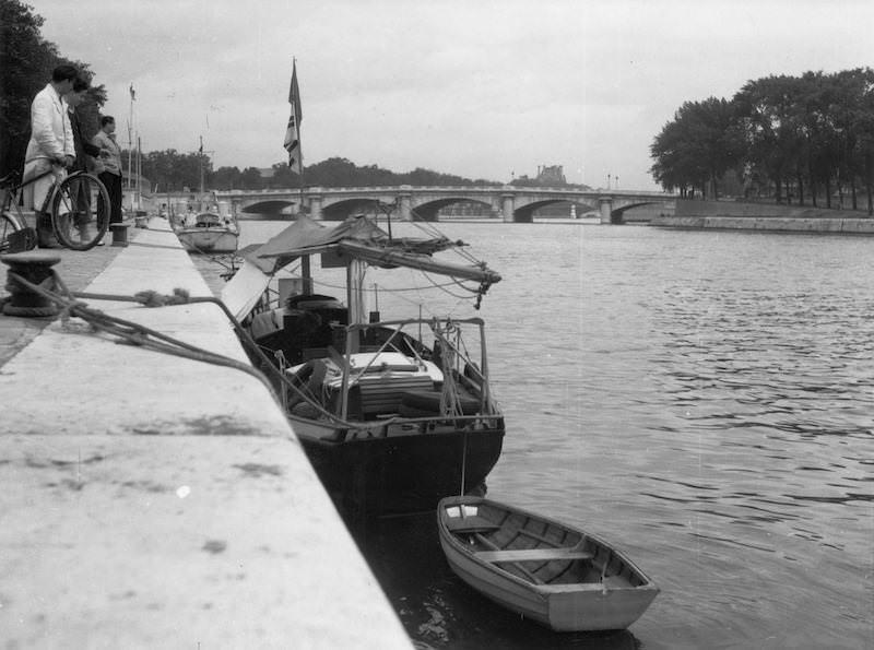 Daphne förtöjd vid Pont Alexandre III ... (1948)