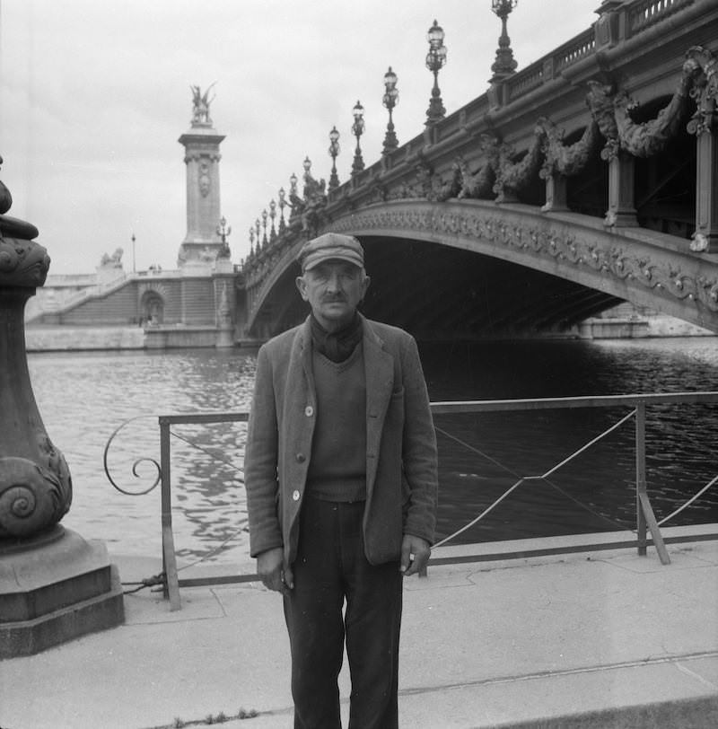 "Monsieur Calliaux, ""legionären"" som vaktade Daphne under Parisvistelsen och bodde under bron Pont Alexandre III."