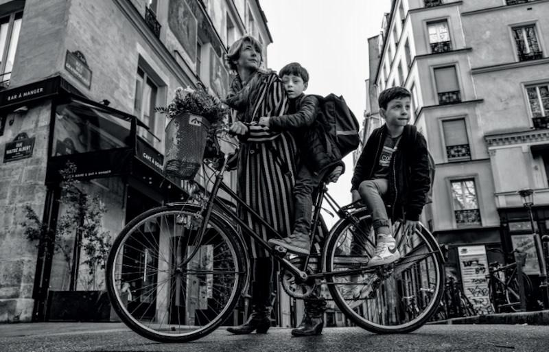 Parisiennes photo exhibition by Nikos Aliagas at Hotel de Ville until 10th May 2021